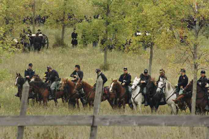 Image of Civil War soldiers on horses.