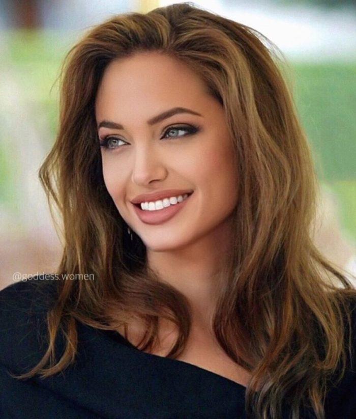 Анджелину Джоли время не смогло изменить