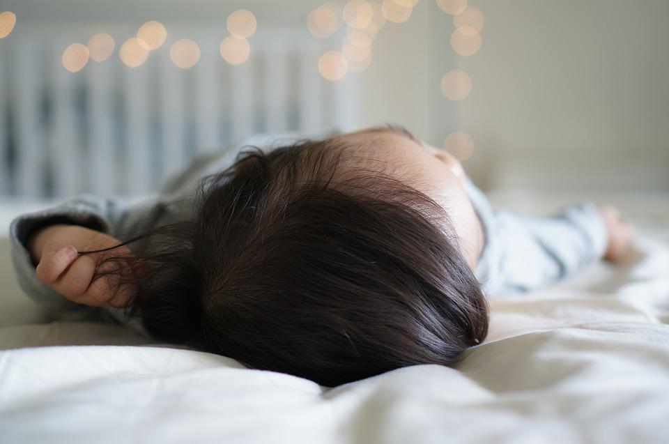 vuole-dormire-solo-nel-lettone-mamme-blogger-just4mom