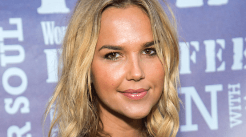 Lincoln : Arielle Kebbel (Midnight, Texas) l'adaptation de The Bone Collector