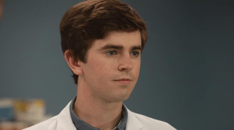 Freddie Highmore réalisera et écrira un épisode de la saison 2 de The Good Doctor