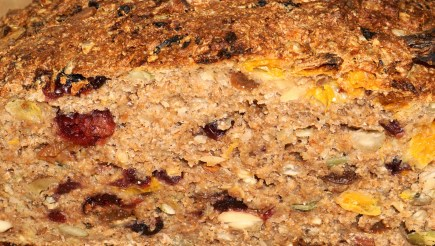 Spiced fruit and nut bread with clementines (2)