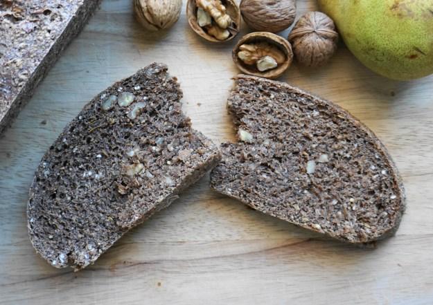 pear walnut bread bite 1