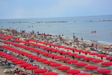 The most orderly place in Italy? The beach.