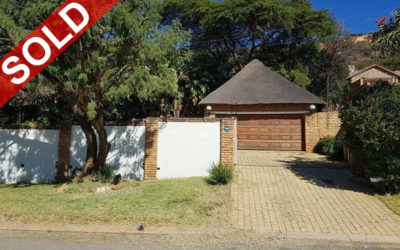 RE-AUCTION OF LITTLE FALLS, ROODEPOORT THREE BEDROOM THATCH HOME WITH INTERLEADING FLATLETS