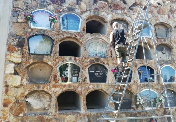 cementiri_de_montjuic_barcelona_cemetery_graves_ladder