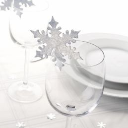 Table top setting includes more of the White and Silver Christmas theme