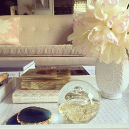 Graceful connected decor elements on a coffee table
