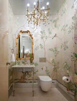 chinoiserie wallpaper in bathroom