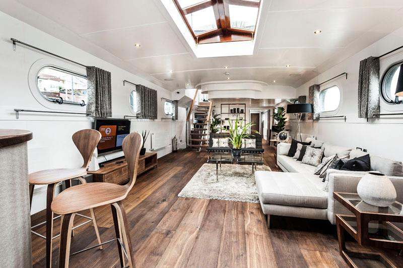 How to transform an old boat in a luxury penthouse
