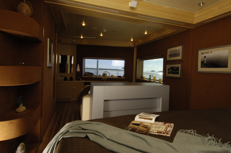 Nomade Yachting by Bora Bora Cruises bedroom on the water