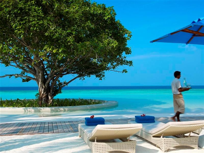 dusit thani maldives private sunbed