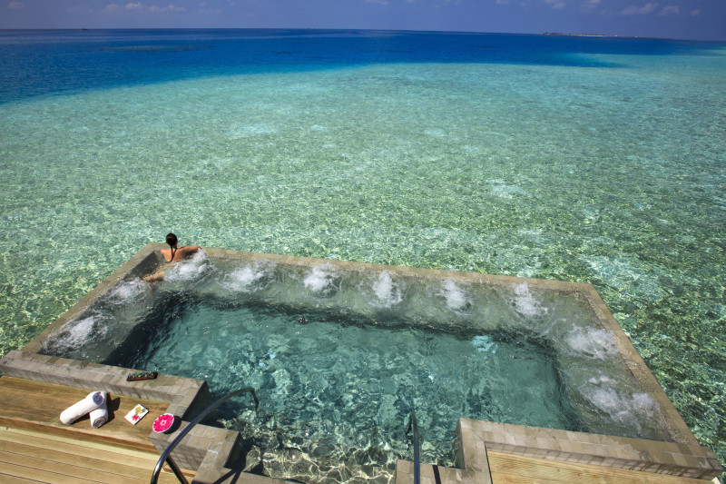 Velassaru Maldives Luxury Travel infinite poolVelassaru Maldives Luxury Travel infinite pool