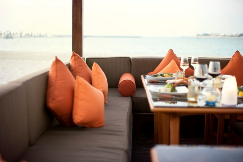 Print_BBQ-Al-Qasr-pavillion-with-beach-view
