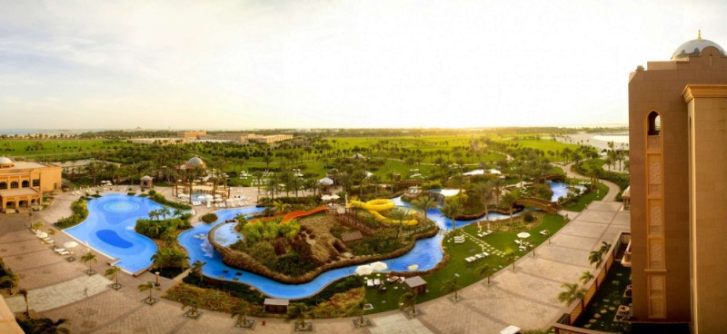 Kempinski Emirates Palace pool