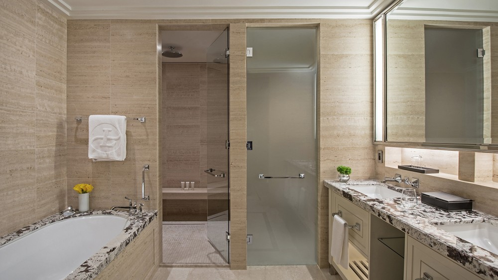 Langham Chicago-tlchi-rooms-grand-river-view-grandrm-rv-bathroom-1680-945