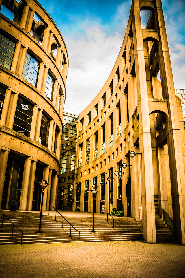 I happened to walk by this building the other day but it took a while before realizing it was the Vancouver library. Last night I walked by another smaller library in another section of town and I found myself wondering how libraries are doing these days. Lately I read books from a tablet. In any case, I liked the shape of this library which vaguely reminded me of Roman architecture.
