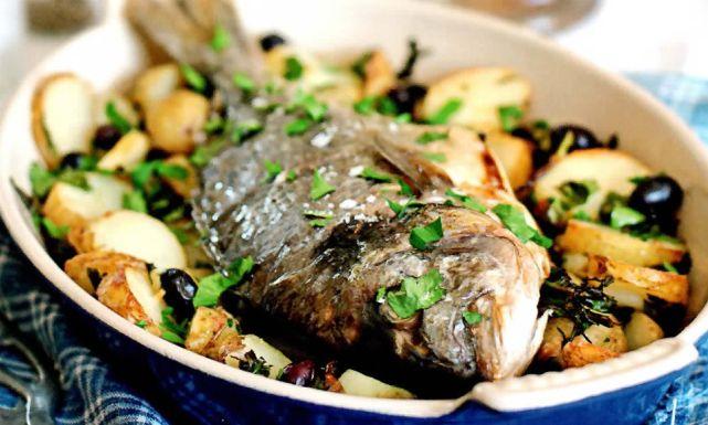 طريقة عمل السمك البلطي بالبطاطس والزعتر : أكلات مصرية