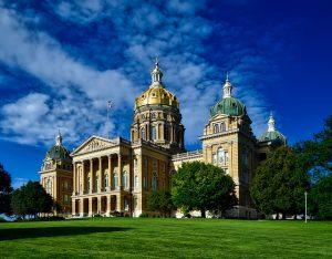 DEN> Des Moines, Iowa: $77 round-trip- Oct-Dec