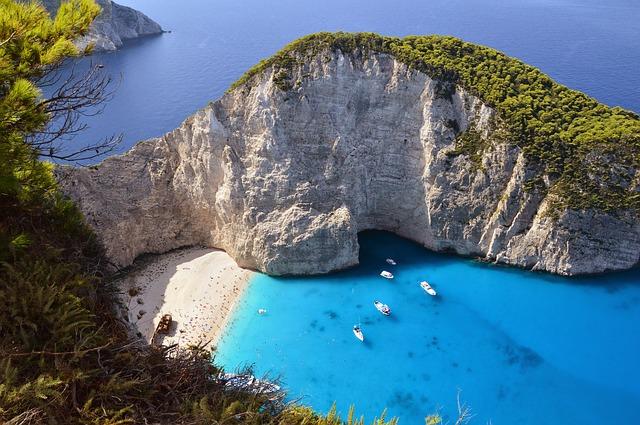 DFW > Thera, Greece: $845 round-trip – Sep-Nov (Including Fall Break)