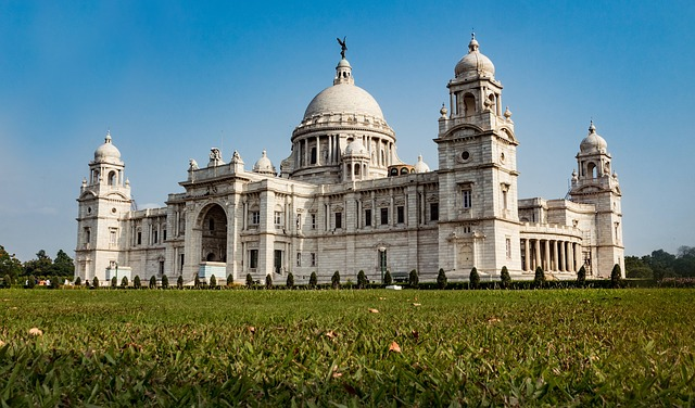 SFO > Kolkata, India: $519 round-trip – Oct-Dec