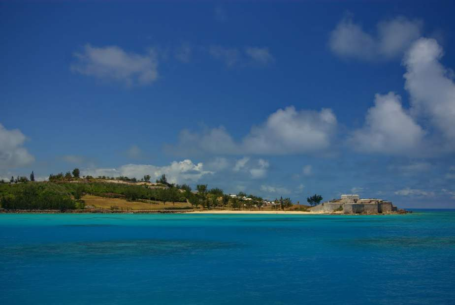 SFO> Hamilton, Bermuda: Flight & 8 nights: $1,225- Apr-Jun (Including Summer Break)