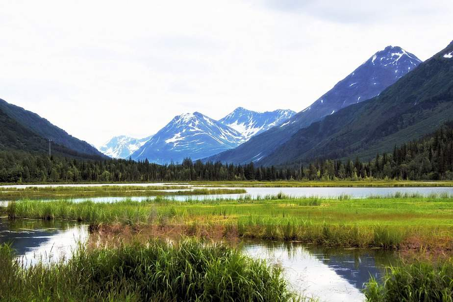 LAX> Anchorage, Alaska: Flight & 5 nights: $422 – Apr-Jun