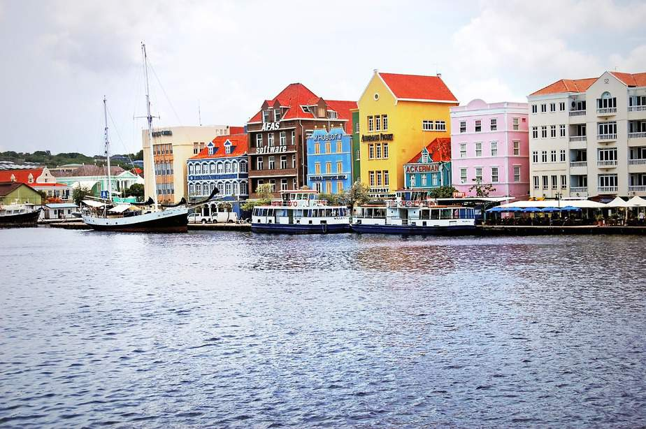 DEN> Willemstad, Curaçao: Flight & 6 nights: $802 – Oct-Dec
