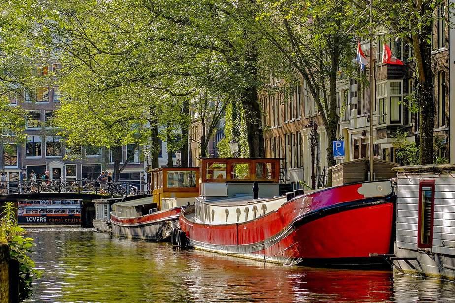 BNA> Amsterdam, Netherlands: Flight & 16 nights: $1,234- Apr-Jun