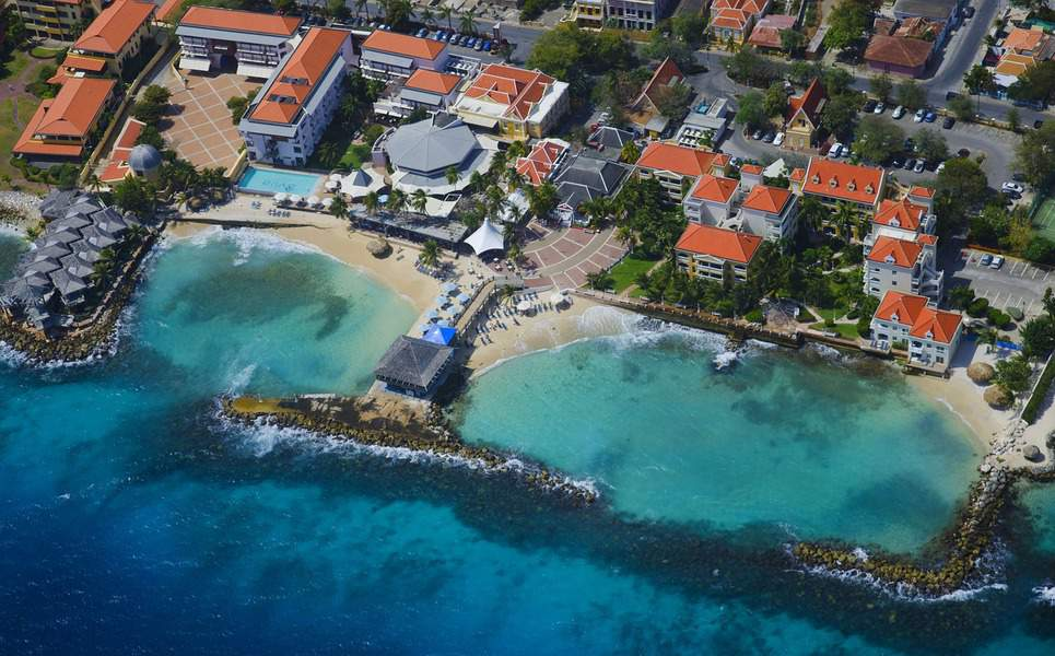 EWR> Willemstad, Curaçao: Flight & 8 nights: $799 – Nov-Jan