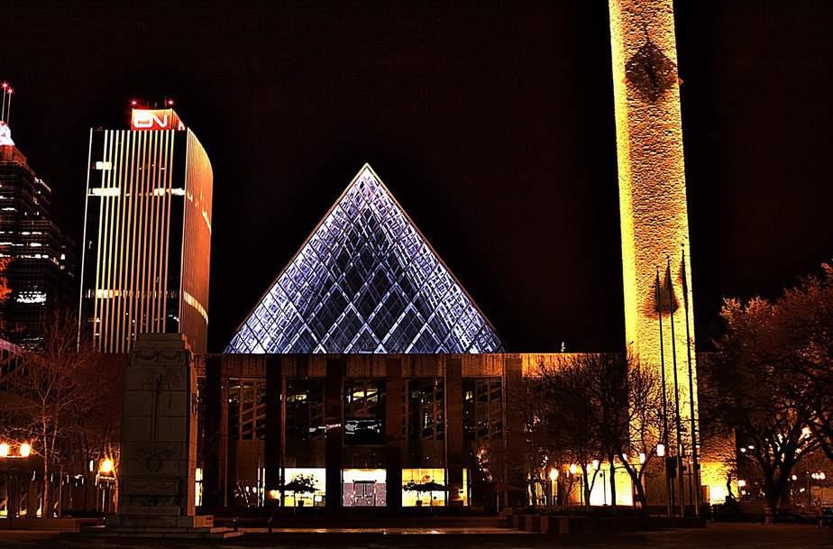 SFO> Edmonton, Canada: Flight & 3 nights: $423 – Oct-Dec (Thanksgiving)