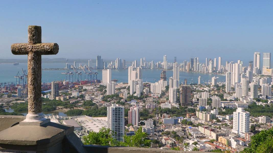 EWR> Cartagena, Colombia: Flight & 11 nights: $450 – Sep-Nov (Including Fall Break)