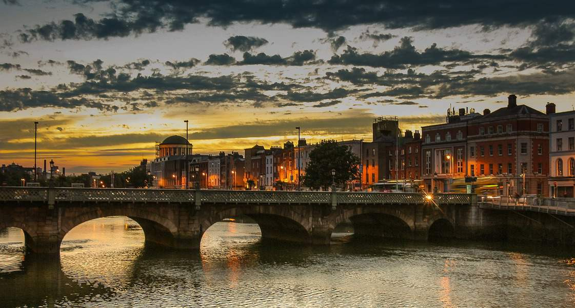 SFO> Dublin, Ireland: Flight & 7 nights: $824 – Apr-Jun