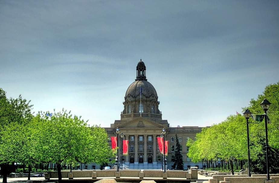 OAK> Edmonton, Canada: Flight & 7 nights: $569- Jun-Aug (Including Summer Break)