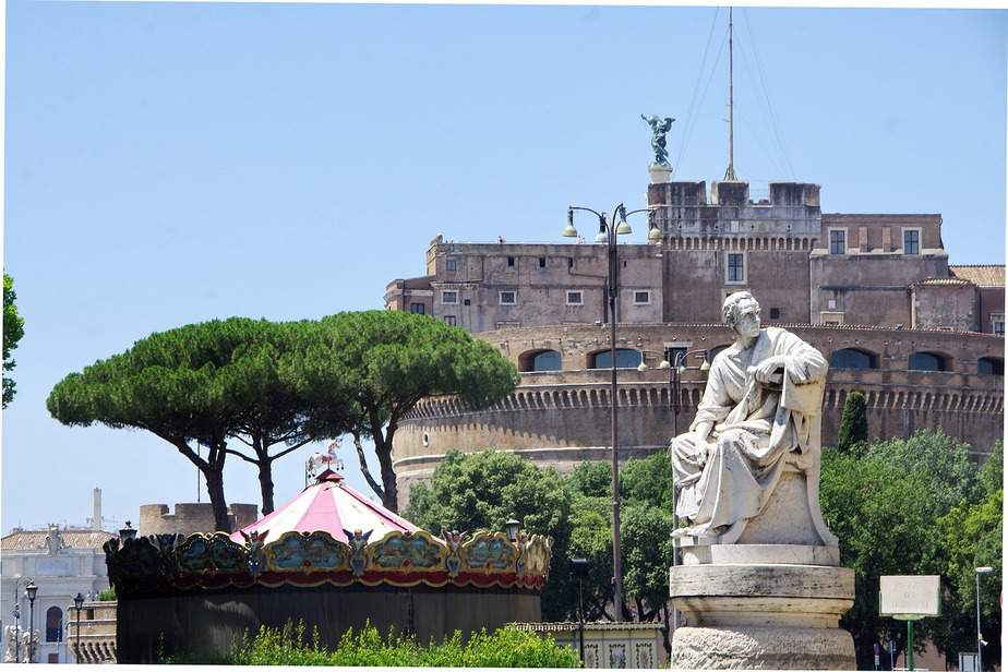 SNA> Rome, Italy: Flight & 12 nights: $857 – Mar-May