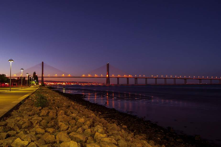 OAK> Lisbon, Portugal: Flight & 10 nights: $923- Apr-Jun