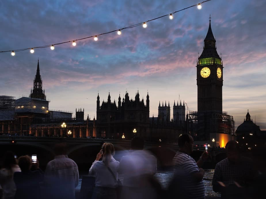 LAX> London, United Kingdom: Flight & 14 nights: $705 – Nov-Jan