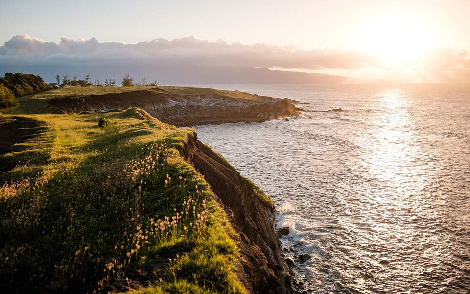 DEN> Kailua Kona, Hawaii: Flight & 7 nights: $780 – Jan-Mar