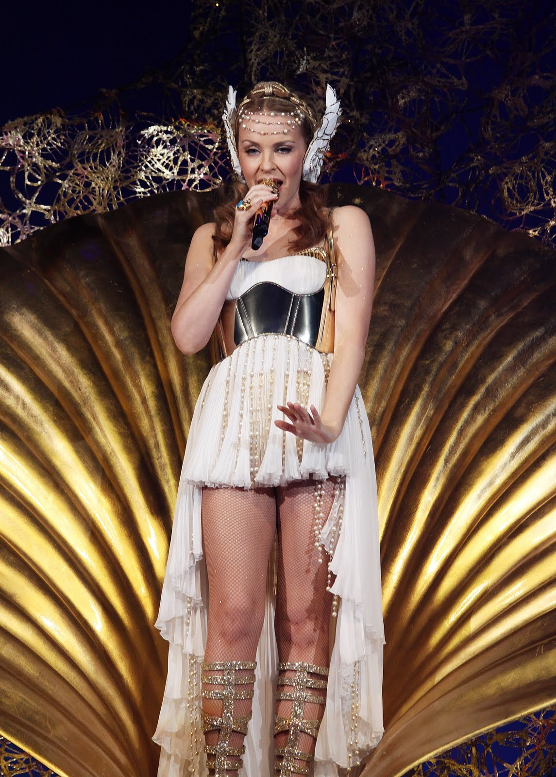 Kylie Minogue Looking Hot In White Sexy Outfit 13 Pics