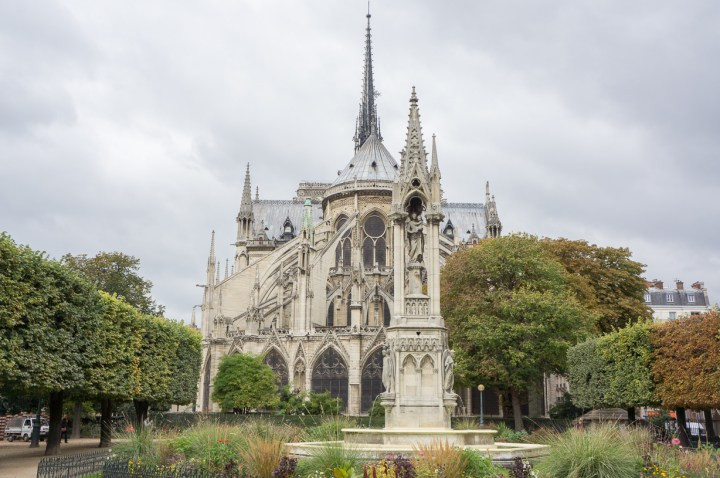 Achterkant Notre Dame Parijs