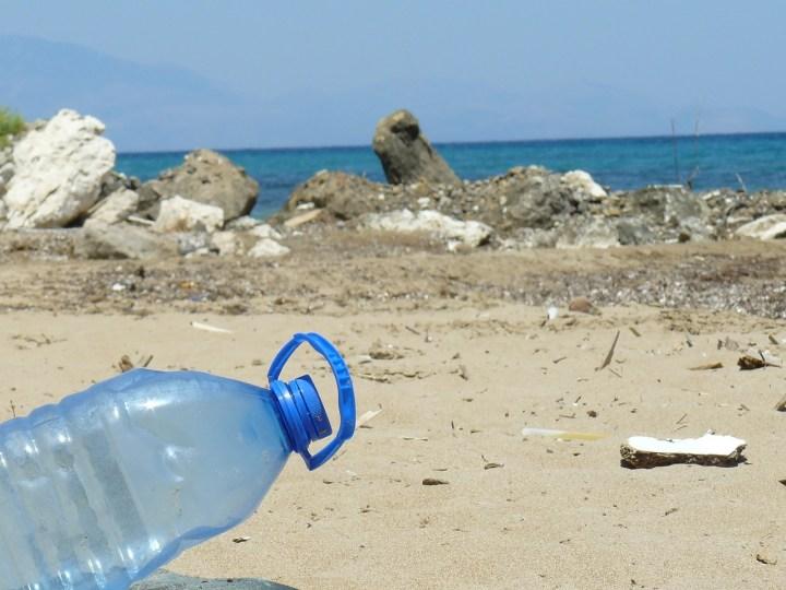 plastic op reis