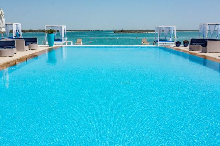 yas beach zwembad