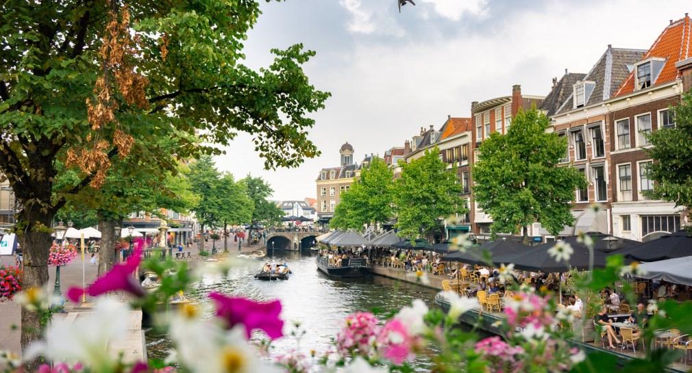 Leiden-centrum-gracht