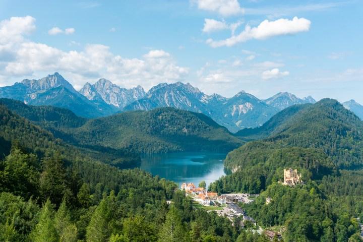 Uitzicht over de Alpsee aan de Alpenroute