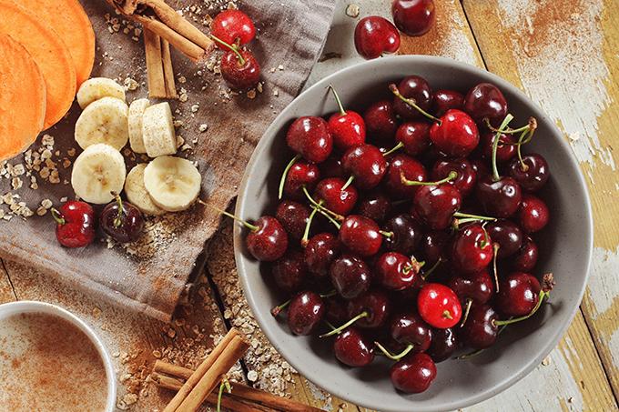 Cherry Crumble Smoothie // JustineCelina.com