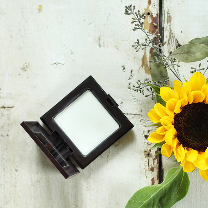 Best in Beauty | August 2015 | Laura Mercier Smooth Focus Pressed Setting Powder | Shine Control Photos, Review, Swatches // JustineCelina.com