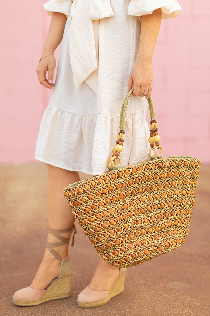 The Accessory Edit | Natural Material Bags | Vintage Straw Tote with Beaded Handles | How to Style Vintage Straw Bags | The Best Straw Bags 2018 // JustineCelina.com