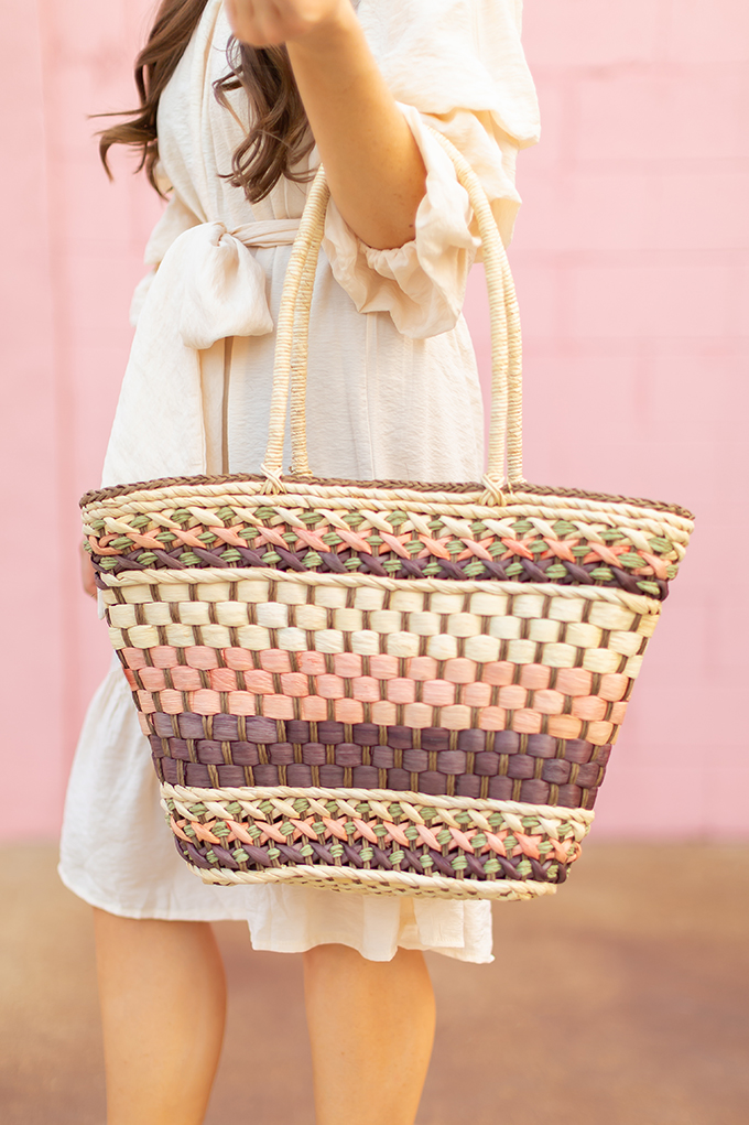The Accessory Edit   Natural Material Bags   Vintage Straw Tote   How to Style Vintage Straw Bags   The Best Straw Bags 2018 // JustineCelina.com