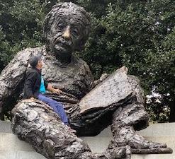 Memorial Albert Einstein, Washington, EUA. Obra de Robert Berks, bronze.