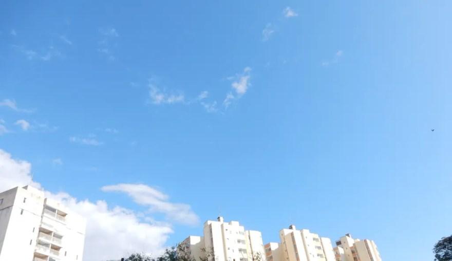 Quinehntos mil cadáveres em céu azul- 2
